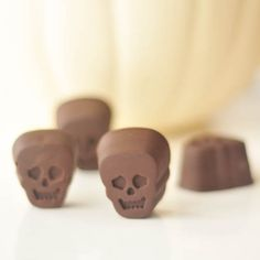 Ginger Wasabi Filled Chocolate Skulls - warmly spicy with sweet ginger and wasabi, five ingredient rich chocolate skulls have a surprise kick in flavor! Candy Recipes, Real Food Recipes, Snack Recipes, Dessert Recipes, Healthy Treats, Yummy Treats, Sweet Treats, Vegan Treats, Halloween Chocolate