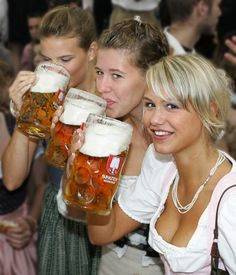 Gals with large jugs in Munich