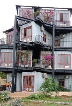 The Vietnamese container made a unique style family apartment hotel and became a hot spot for tourists. The Vietnamese container made a unique style family apartment hotel and became a hot spot for tourists. Container Design, Container Hotel, Shipping Container Home Designs, Building A Container Home, Container Cabin, Container Buildings, Container Architecture, Shipping Containers, Sustainable Architecture