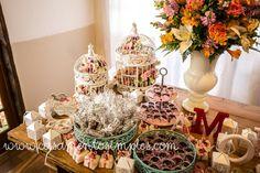 Decoração de casamento simples: mesa do bolo