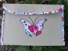 Porta Documentos em feltro, com aplicação de borboleta em tecido