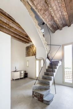 Interior renovation of the Arimon house in Sabadell, for Plàcid Garcia-Planas. The house was built by the architect Josep Oriol i Bernadet Stairs Architecture, Architecture Details, Interior Architecture, Interior Stairs, Interior And Exterior, Style At Home, Staircase Design, Rustic Staircase, Home Fashion