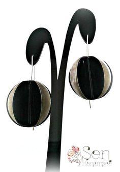 metal disks by SenHandmade on Etsy Silver Enamel, Silver Plate, Plating, Handmade Jewelry, Metal, Silverware Tray, Hand Print Ornament, Handmade Jewellery, Diy Jewelry
