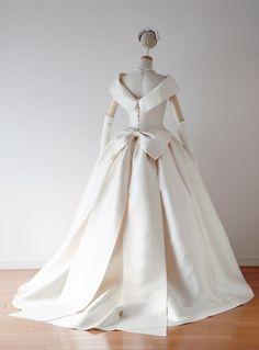 Popular Wedding Dresses, Beautiful Wedding Gowns, Luxury Wedding Dress, Wedding Dress Trends, Princess Wedding Dresses, White Wedding Dresses, Beautiful Dresses, Unusual Dresses, Full Gown