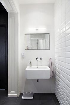 белая плитка кирпич в ванной комнате