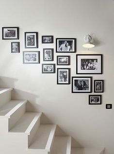 Inventive Staircase Design Tips for the Home – Voyage Afield Staircase Wall Decor, Stair Walls, Staircase Design, Hallway Decorating, Interior Decorating, Interior Design, Gallery Wall Layout, Gallery Frames, Home And Deco