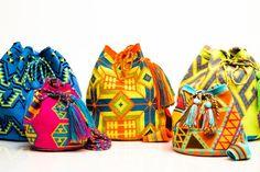 Artisanal Wayuu Bags Handmade by the Wayuu Tribe. Wayuu Bags are available Brasil, USA, and worldwide. Information on the Wayuu Tribe and Making Wayuu Bags Crochet Stitches Patterns, Crochet Chart, Crochet Home, Knit Crochet, Boho Bags, Tapestry Crochet, Handmade Bags, Purses And Bags, Hand Weaving