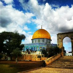 Dome of the Rock Good Morning Arabic, Palestine History, San Francisco Earthquake, Dome Of The Rock, Dance Paintings, Beautiful Mosques, Beautiful Places To Travel, Islamic Architecture, Holy Land