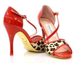 Sexy leopard print Comme il Faut!!!  #commeilfaut #tangoshoes #tango #stiletto #heels #pretty #elegant #dance #tangodance #conDiva #milonga #milonguera