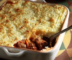 Κοκκινιστό μοσχάρι με ψημένο πουρέ | Συνταγή | Argiro.gr Mashed Potatoes, Macaroni And Cheese, Ethnic Recipes, Ss, Food, Ideas, Whipped Potatoes, Mac And Cheese, Smash Potatoes