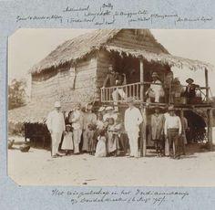 Het reisgezelschap in het Indianenkamp a/d Donderkreek (6 Augs. '95), Théodore van Lelyveld, 1895 - Zoeken - Rijksmuseum