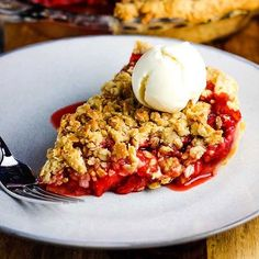 This 🍓STRAWBERRY PIE with crumb topping is the perfect Summer dessert! (recipe link in bio) . Pork Chops And Rice, Baked Pork Chops, Strawberry Pie, Strawberry Recipes, Raspberry No Bake Cheesecake, Perfect Pie Crust, Homemade Pie Crusts, Thing 1, Oatmeal Chocolate Chip Cookies