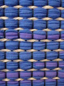 sidos! Loom Weaving, Tapestry Weaving, Hand Weaving, Metal Texture, Weaving Patterns, Weaving Techniques, Textiles, Woven Rug, Handmade Rugs