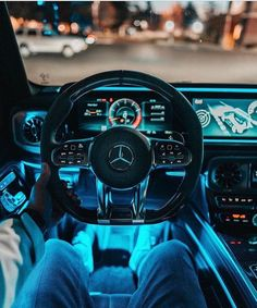Aside from self-driving cars, the invention of the automatic transmission, is no doubt, the latest development in the automobile industry. Although these self-drive cars are yet to be launched for the public, automatic vehicles are Mercedes Auto, Carros Mercedes Benz, Mercedes Benz Interior, Mercedes Benz Autos, Mercedes 2018, 4 Door Sports Cars, Sport Cars, Suv Cars, Foto Fails
