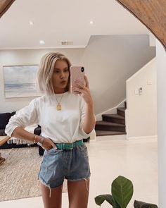 Layering up today ❄️☃️ Wearing 💘 Trendy Summer Outfits, Simple Outfits, Spring Outfits, Casual Outfits, Fashion Outfits, Spring Clothes, Outfit Summer, Everyday Outfits, Everyday Fashion