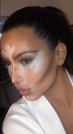 Kim K shows off Scott Barnes contouring skills - the man is a master and the tutorial is easy!