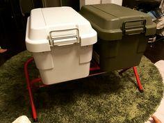 無印良品の収納ボックスはこう使う!みんなの実例スタイル&「ステッカー」カスタムテクニック|CAMP HACK[キャンプハック] Camping Style, Camping Supplies, Muji, Dog Friends, Improve Yourself, Survival, Adventure, Home Decor, Advice
