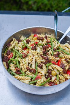 Pasta Med Pesto, Lchf, Picnic Date, Food Inspiration, Tapas, Bacon, Food Porn, Food And Drink, Veggies