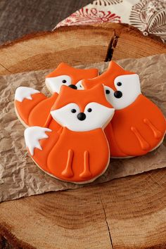 Simple little fox cookies are sugar cookies decorate with royal icing and are perfect for birthday parties, woodland themed events or just every day fun. (cookies for kids animal) Cookies For Kids, Fancy Cookies, Fox Cookies, Cute Cookies, Yummy Cookies, Heart Cookies, Sugar Cookie Royal Icing, Best Sugar Cookie Recipe, Best Sugar Cookies