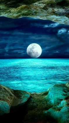 Science Discover Beautiful Moon Over the Ocean Beautiful World Beautiful Images Beautiful Sky Beautiful Ocean Pictures Beautiful Scenery Ciel Nocturne Image Nature Shoot The Moon Nature Pictures Beautiful Moon, Beautiful Places, Beautiful Pictures, Beautiful Scenery, Moon Pictures, Nature Pictures, Moon Pics, Pictures Of Water, Ocean Pictures