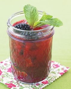 Blackberry Gin Fizz... just looks so tasty, especially with summer practically here.
