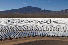 O Google disse estar preparado para utilizar 100% de energia renovável para suas operações já em 2017. De acordo com informativo disponibilizado no blog da empresa, a pretensão é funcionar somente com energia renovável e suprir a demanda energética de todos os data centers e escritórios ao redor do mundo para seus mais de 60 mil funcionários. A gigante da tecnologia chegou a ser responsável pelo consumo de 0,01% de toda eletricidade do planeta e vem investindo em projetos sustentáveis de…