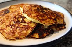 to Make Perfect Pancakes with Only 2 Ingredients Banana egg pancakes. Two eggs, one banana and one meal that'll make you go B-A-N-A-N-A-S. Two eggs, one banana and one meal that'll make you go B-A-N-A-N-A-S. Banana Egg Pancakes, Banana And Egg, Mini Pancakes, Ww Recipes, Baby Food Recipes, Cooking Recipes, Cooking Hacks, Two Ingredient Pancakes, Healthy Snacks