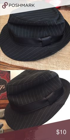 Men's fedora Gently used- great condition- minimal wear and tear Accessories Hats
