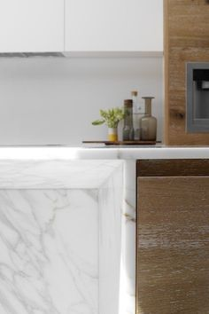 Marble detail overhang - kitchen island. Robson Rak Architects - Dale