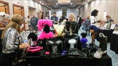 Topsy Totes vendor table, advertiser in L'Vegue Fashion, Art & Culture Magazine.