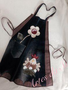 vental confeccionado através de customização de jeans, com forro em brim leve, combinando as cores.