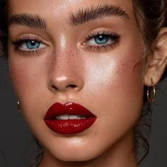 - Glossy skin & lips on beautiful (lip is Fenty Beauty l. - moana -Makeup - Glossy skin & lips on beautiful (lip is Fenty Beauty l. Cat Eye Makeup, Lip Makeup, Makeup Glowy, Natural Makeup, Blonde Makeup, Witch Makeup, Skull Makeup, Blonde Hair, Natural Beauty