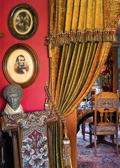 A Ravishing Queen Anne House A Ravishing Victorian Home - Restoration & Design for the Vintage House Victorian Curtains, Victorian Rooms, Victorian Interiors, Victorian Design, Victorian Furniture, Victorian Decor, Antique Decor, Cottage Interiors, Victorian Era