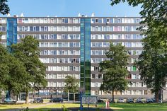 Buitenrenovatie KwaZeGa | Utrecht | Beheer en Onderhoud | Plegt-Vos | Ze zien er weer als nieuw uit, de drie flats met in totaal 348 appartementen aan de Kwango-, Zebra- en Gambiadreef (KwaZeGa) in Overvecht. Bij zo'n project komt veel kijken en het heeft een grote impact op de bewoners.