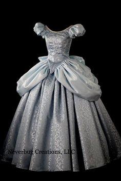 500 Idees De Robes De Princesse En 2020 Robe Princesse Belle Robe Robe Medievale