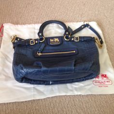 100% Authentic Coach Handbag & Dustbag NWOT Brand new and never used! Gorgeous blue leather, with gold tone hardware. Includes extra strap to wear it longer. Comes with dustbag Coach Bags Shoulder Bags
