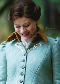 When Belle is trying to look like young ReginaNOOOOOOOO!!
