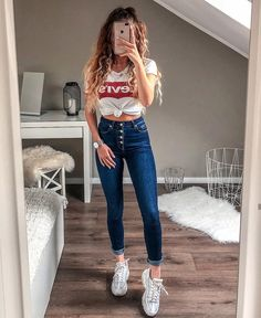 10 slim and fit jeans you must have Casual School Outfits, Cute Comfy Outfits, Simple Outfits, Stylish Outfits, Fashion Outfits, Teenage Girl Outfits, Outfits For Teens, Summer Outfits, Mode Bcbg