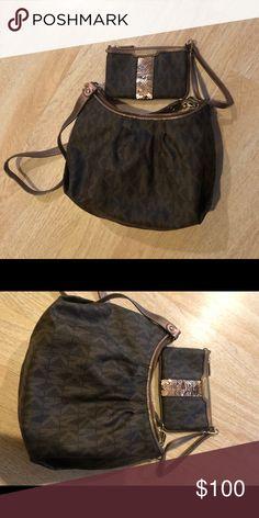 3105d62508 Beautiful bag Michael kors Michael kors Authentic 2pieces good condition Bags  Shoulder Bags