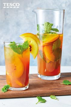 Try a fragrant twist on traditional iced tea with this easy homemade version that uses vanilla chai teabags to add a sweet, spiced flavour. Fresh peaches and mint finish off this refreshing drink in style. Vanilla Chai Tea, Iced Chai Tea, Refreshing Drinks, Summer Drinks, Cocktail Drinks, Easy To Make Cocktails, Tesco Real Food, Iced Tea Recipes, British Recipes