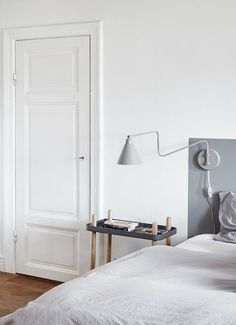 Home Decor – Bedrooms : painted headboard -Read More – - Interior, Apartment Interior, Home Bedroom, Bedroom Interior, Home Decor, Painted Headboard, House Interior, White Interior, Guest Bedroom Decor