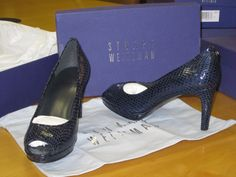 Stuart Weitzman Logoplainfield Sea Crystal Snake   Size 8.5  $170