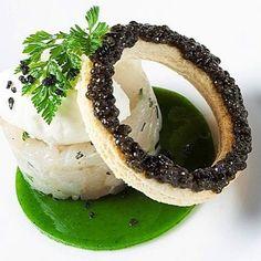 caviar L'art de dresser et présenter une assiette comme un chef de la gastronomie... > http://visionsgourmandes.com > http://www.facebook.com/VisionsGourmandes . #gastronomie #gastronomy #chef #presentation #presenter #decorer #plating #recette #food #dressage #assiette #artculinaire #culinaryart