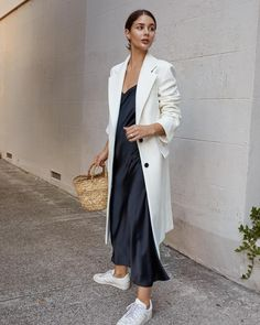 'm such a summer girl but this cool change today in Sydney is so nice. Getting me in the mood for winter dressing and wearing coats again! Classy Outfits, Trendy Outfits, Look Fashion, Womens Fashion, Fashion Trends, Fashion Coat, Parisian Fashion, Bohemian Fashion, Fashion Clothes