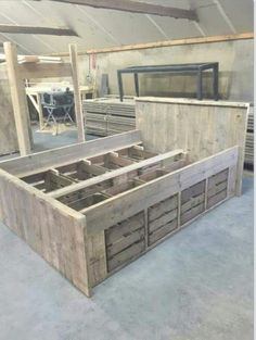 Bed van steigerhout en groente kistjes