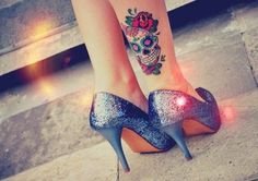 Tatuajes calavera pierna