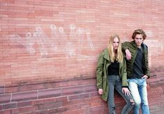 SISSEL: #PEPEJEANS #Parka / #VEROMODA #Pullover / #CHEAPMONDAY #Jeans / #BRONX #ChelseaBoot   ALEKSANDAR: #SCOTCH&SODA #Leichtdaunenjacke /# REVIEW #Strickpullover / #DIESEL #Jeans