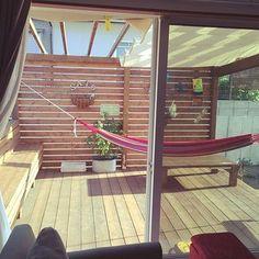 Lounge / Veranda / DIY / Nordic / bench / wood deck / hammock / o . Rooftop Garden, Balcony Garden, Pergola Shade, Diy Pergola, Backyard, Patio, Pink Houses, Lounge, New Homes