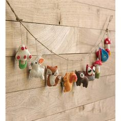 Sewing Animals Projects Woodland Animal Garland These wool felt critters add a pop of color and delight to any room or woodland theme party. Decoration Creche, Handmade Decorations, Green Decoration, Woodland Critters, Woodland Animals, Woodland Creatures Nursery, Woodland Bedroom, Woodland Baby Nursery, Woodland Decor