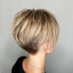 Capa corta y rubia gruesa 20 cortes de pelo cortos lindos para el pelo grueso Thick short blonde coat 20 cute short haircuts for thick hair Related chic short hairstyles for women over 50 30 haircuts women over love her hair I love her hai